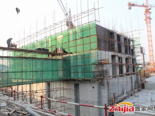 新兴时代广场 公寓楼出地面2层左右