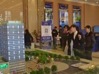 阳光新卓广场 3月22号认筹活动客户正在客户了解沙盘