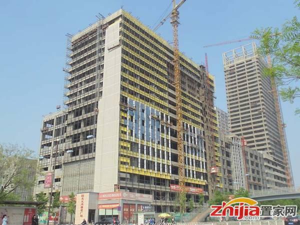 阳光天鸿广场 项目在做玻璃外墙面
