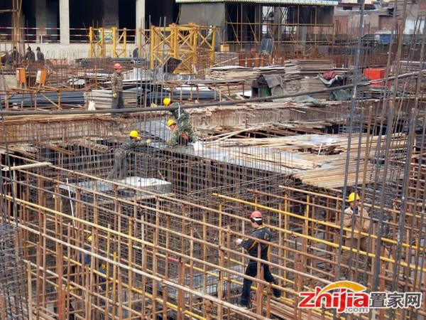 和平新世界广场 工人正在施工