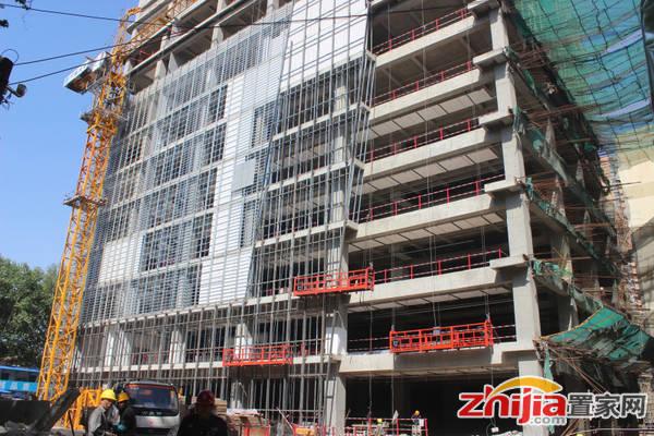 阳光大厦 项目底商已封顶,正在做外立面玻璃幕墙