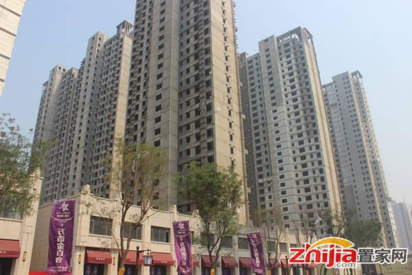 万浩金百合 东区住宅正在做外立面保温层工程