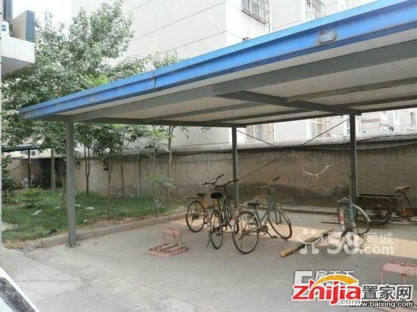 中华南南湖花园二期一期地上车库 1室0厅0卫 20m² 租金400元/月