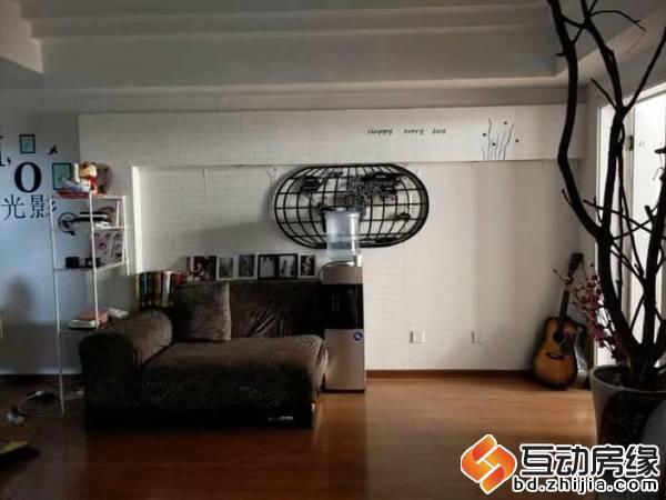 金顶宝座,两室两厅,精装全家电,拎包入住。