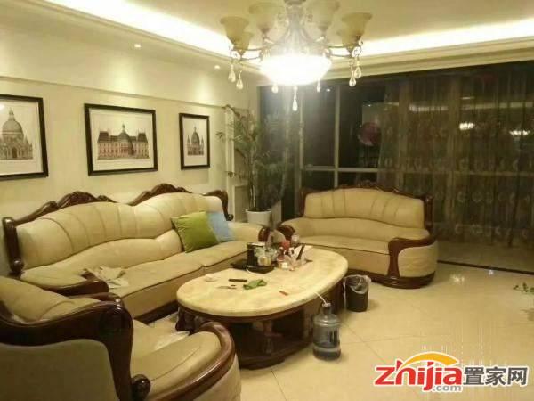 天山水榭花都 3500元 4室2厅2卫 精装修,家具家电齐全