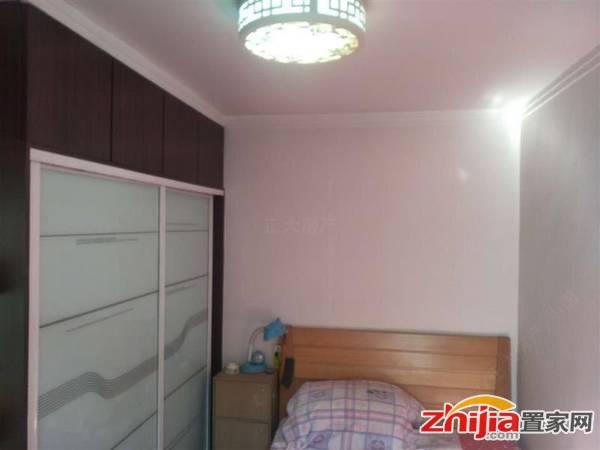盛世长安 2200元 2室2厅1卫 精装,环境幽静,居住舒适