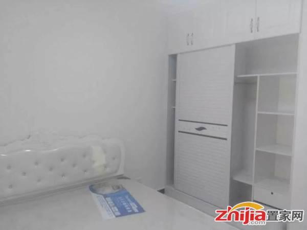 玉龙小区 精装三室 房屋干净舒适 家具家电齐全 拎包入住