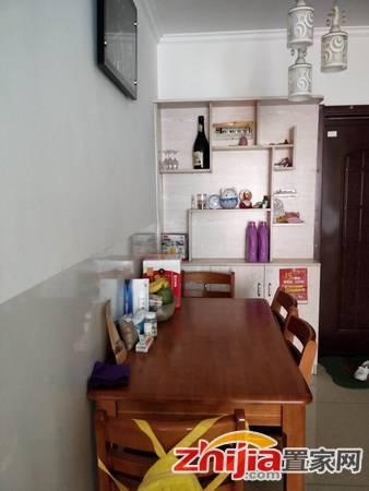 金河花园 精装 家具家电齐全 屋内干净整洁 小区环境优美