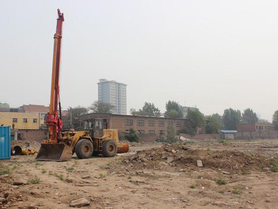 德尔沁水君澜打桩机已入场正在打桩中 预计2015年底交房