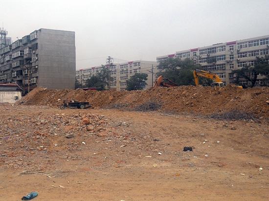 瑞景苑拆迁作业已完成 正在平整地面
