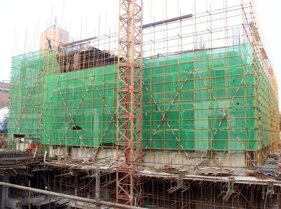 中和商厦正在紧张施工 现已出地面3层