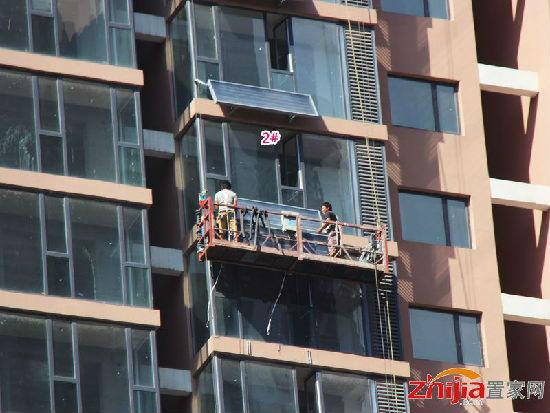 力天凤凰城正在进行内部水电与太阳能的安装工作