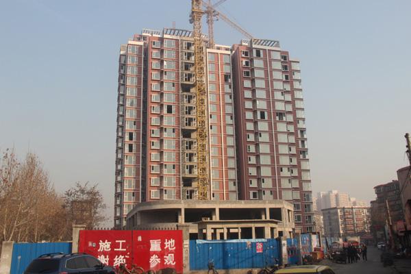 金安公寓高层住宅外立窗户骨架安装完毕小高层即将竣工