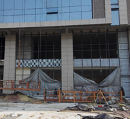 滨河世纪大厦工程已接近尾声 外立面与内部装修同时进行