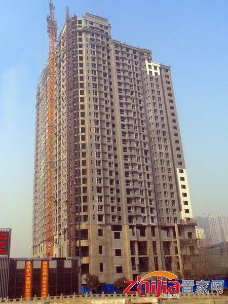 东信华茂府滏阳河岸的家外立面作业进行中