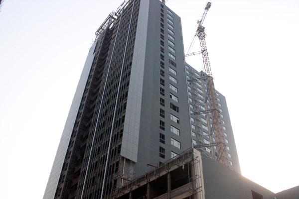 宝利大厦写字楼内部地板铺至八层 预计6月底交房