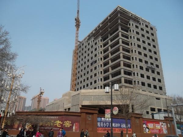 君合大厦还原古赵文化 北区高层封顶正做外立面