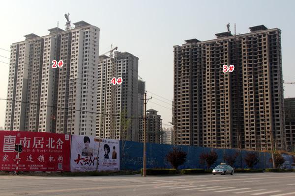 现代奥城所有楼体即将封顶 正在进行外立面作业