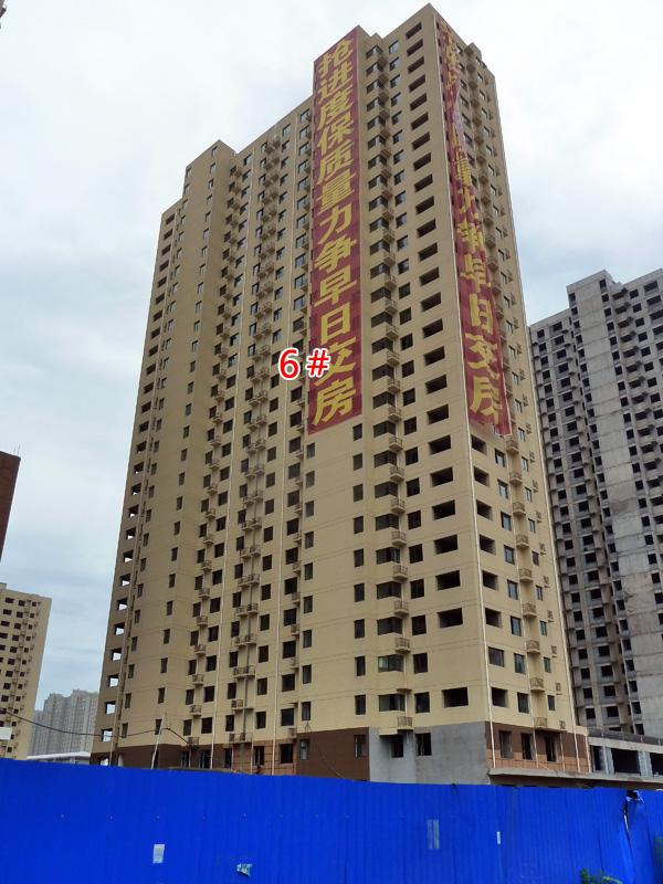 现代海棠湾楼体均已封顶 正在外立面装潢作业