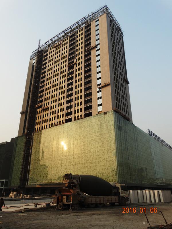 中道大厦二期焕然一新 商业楼体外立面装潢作业即将完成