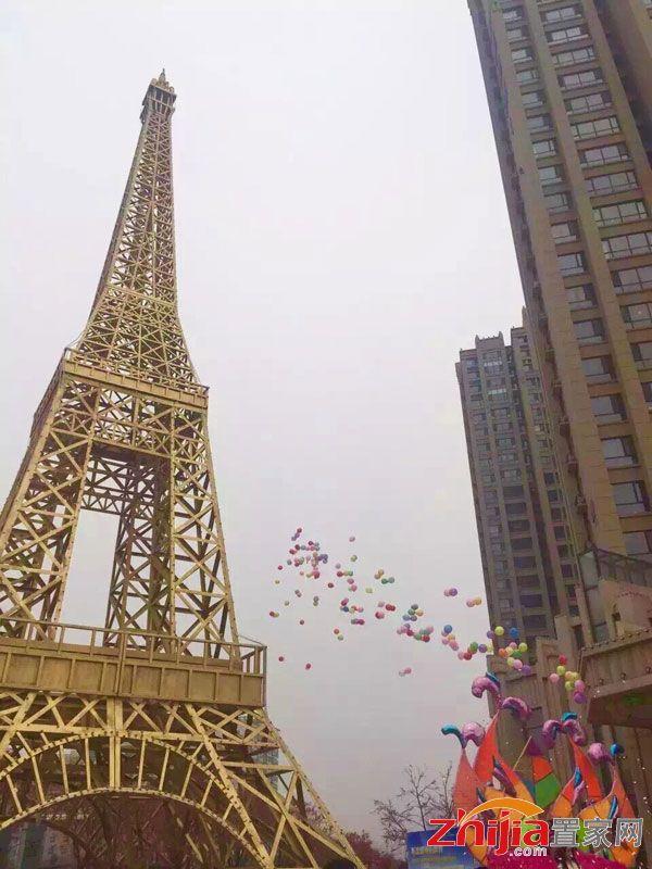 """重温我们熟悉的巴黎铁塔,""""风车之国""""的荷兰风车,英国的伦敦塔桥,以及"""