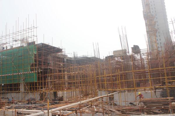 阳光新卓广场施工火热 2#、4#楼已封顶
