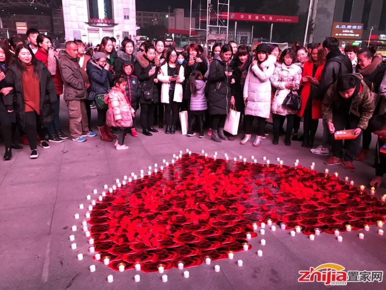 就在昨晚,东胜广场突如其来的一场爱的表白,引发全城沸腾!