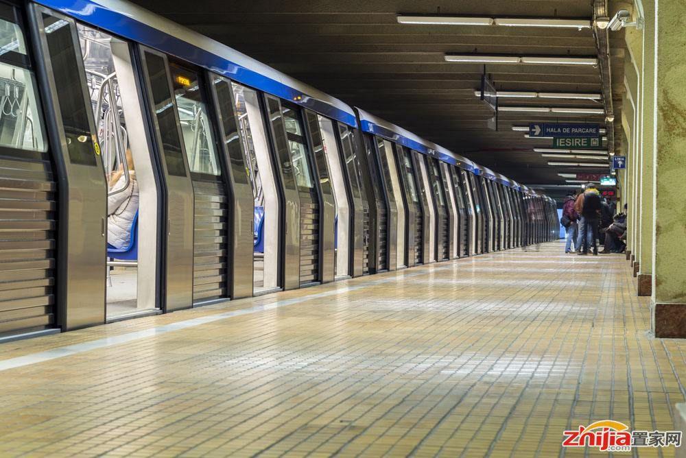 """石家庄:乘坐地铁请牢记""""八步走"""""""