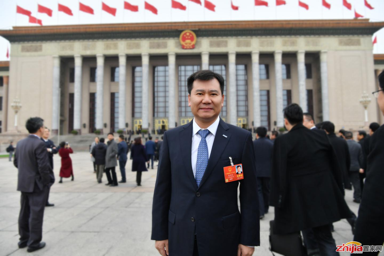 张近东代表审议政府工作报告:新时代要有新经济,奋斗者要有新内涵