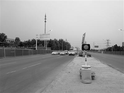 """南二环东延路桥下 简易信号灯成""""摆设""""?"""