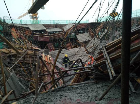 上海碧桂园在建售楼处坍塌 已致1死9伤
