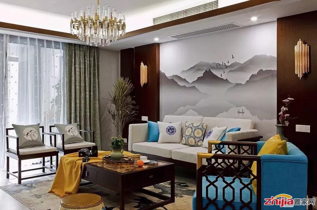 边框造型在欧式,美式这些装修风格中较为常见,在简单的沙发墙上根据