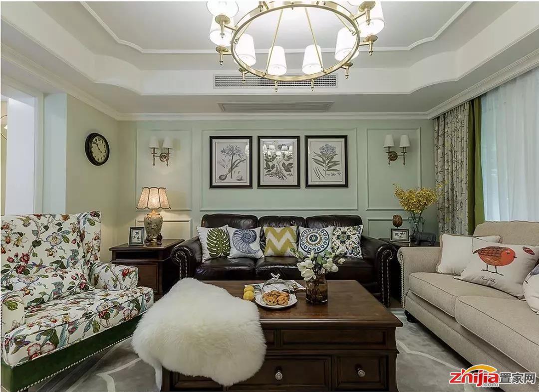 装成木质感的沙发墙,或则以软包,硬包等方式来处理沙发墙,整体显得