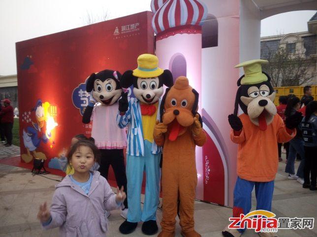 润江鹿泉翡丽公馆示范区璀璨开启 迪士尼狂欢夜引爆全城