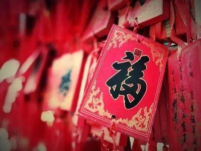 喜迎新春写对联,情暖熙湖送祝福