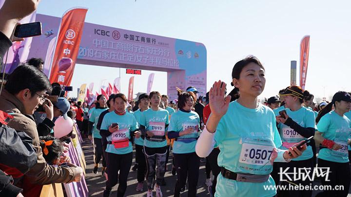 2019石家庄(正定)女子半程马拉松鸣笛开赛